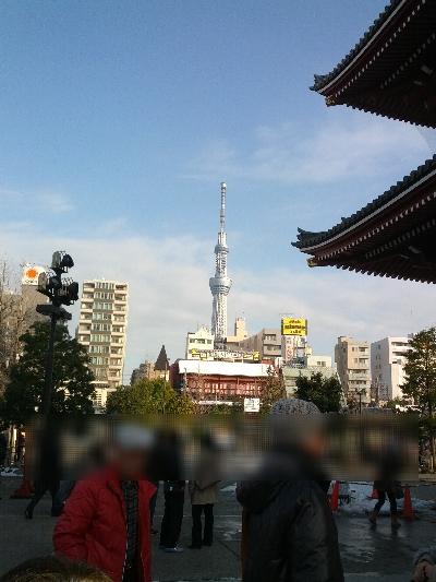 浅草寺から見たスカイツリー